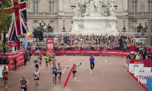 In the final few metres, Paula Radcliffe joined hands with a club runner called Rob in homage to the first-ever London marathon in 1981.