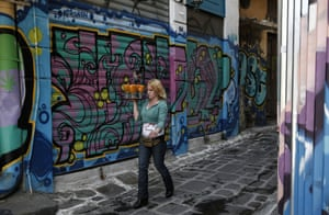A waitress carries drinks at a pedestrian street of Athens, on Monday, April 27, 2015.  An opinion poll shows a majority of Greeks are dissatisfied with the new government's performance, and half want it to compromise with its European creditors if current tortuous bailout negotiations reach an impasse.  (AP Photo/Yorgos Karahalis)