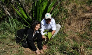 Bianca Jagger and Mauricio Ruiz planting a tree at Tingua Bocaina Biodiversity Corridor, Brazil.