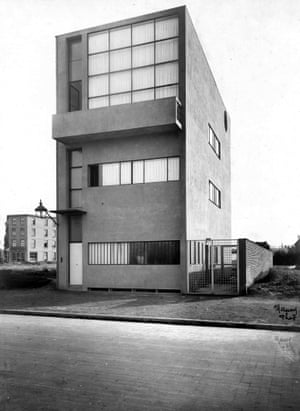 Maison Guiette designed by Corbusier and his cousin Pierre Jeanneret. It was built in 1927 as the residence and studio of the painter René Guiette<br>