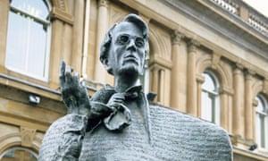 Statue of WB Yeats in the city of Sligo.