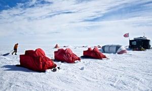 The iSTAR team set up camp on the Pine Island glacier.