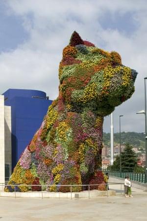 Jeff Koons' topiary sculpture Puppy