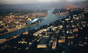 A plane over Bilbao in 1986, when the city was experiencing serious economic difficulties with the decline of industry.