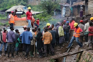 31 March 2015 Map, DR Congo . Kalunga. The lorry has been moved . Here the equipment is offloaded temporarily while porters are found to carry it up. A huge muddy slippery gutter must be negotiated. drcsusan Kalunga is a small town at the base of the mountains.