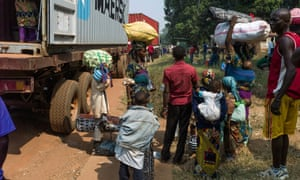 People flee Bangui for Cameroon by road in 2014