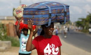 Women carry their belongings as they flee in fear of recent clashes between riot-policemen and protesters against the ruling CNDD-FDD party's decision to allow President Pierre Nkurunziza to run for a third five-year term in office, in Bujumbura, Burundi April 29, 2015. A top U.S. diplomat was heading to Burundi on Wednesday, seeking to halt escalating unrest triggered by President Pierre Nkurunziza's decision to seek a third term in office, a move protesters say is unconstitutional.
