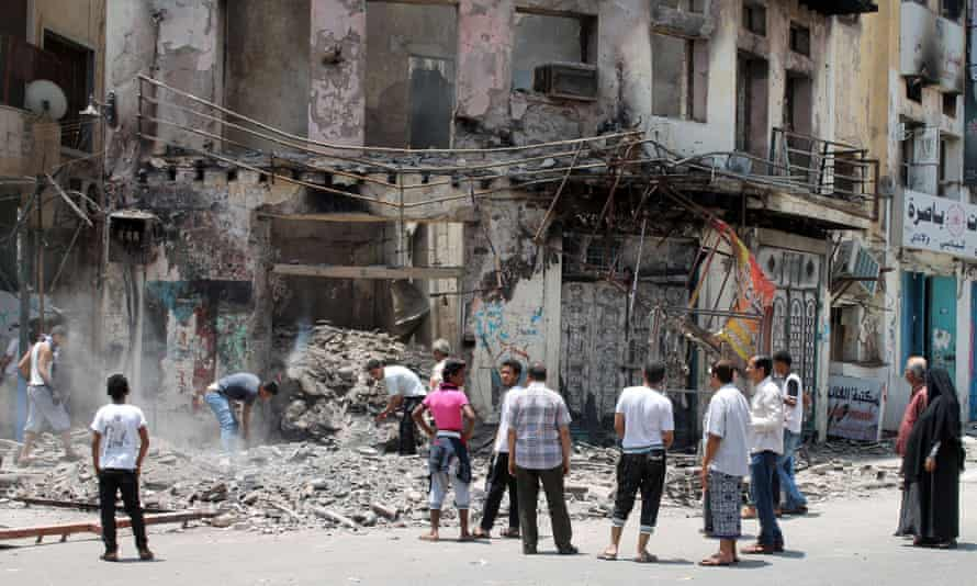 Yemenis dig through the rubble of a building, reportedly targeted by Shia Huthi rebels, on April 5, in the Crater district of Aden.