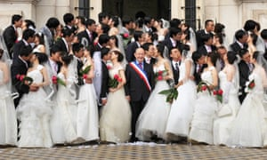 A group of 31 recently married Chinese couples pose with then mayor of Tours, Jean Germain, in 2009.
