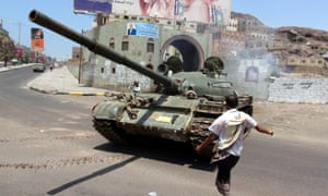 A tank driven by tribal militiamen loyal to the Yemeni president, Abd Rabbu Mansour Hadi, during clashes with Houthi fighters in Aden.