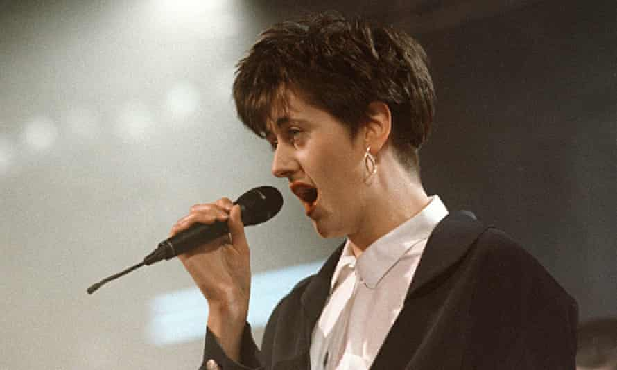 Tracey Thorn on Top of the Pops in 1988