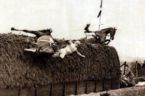 1930 May King falls at Becher's Brook