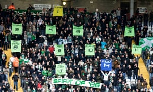 Celtic fans pay tribute to their title-winning team of 1985-86 – and to Dundee's Albert Kidd, whose goals against Hearts helped them secure the league on goal difference on the final day of the season.