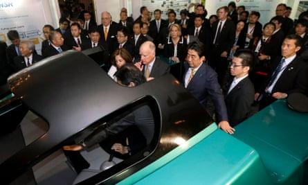 California Governor Jerry Brown, Japanese Prime Minister Shinzo Abe