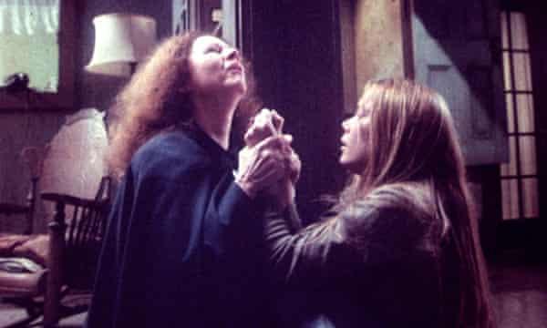 Piper Laurie and Sissy Spacek in Brian de Palma's 1976 film.