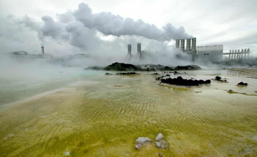 16 Feb 2006, Iceland --- Svartsengi geothermal power plant, Reykjanes Peninsula, Iceland