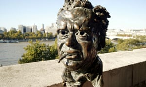 bronze bust of Dylan Thomas sculpted by Hugh Oloff de Wet in the early 1950s, outside the Southbank Centre in London.