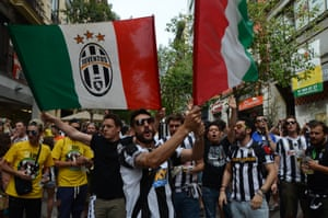 Juventus supporters in Madrid's Montera street before kick-off.