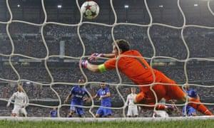 Alvaro Morata's shot beats Iker Casillas