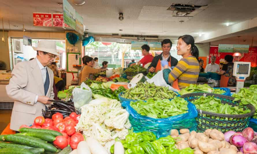 vegetable sellers in Chinese wet market