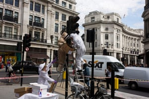 A swarm of bees appear on a set of traffic lights in central London