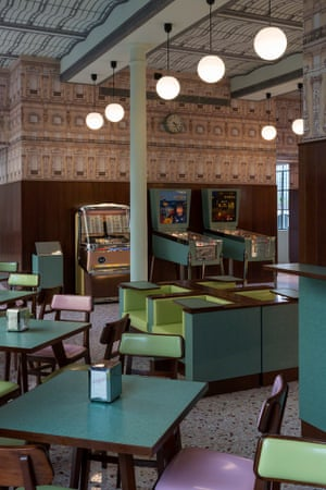 Castello Cavalcanti, Anderson's short starring Jason Schwartzman features the same green formica