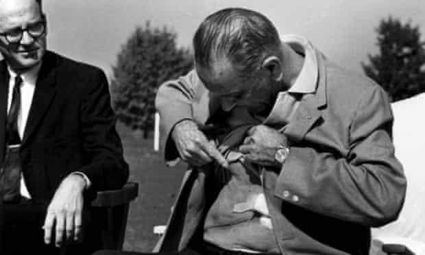 Lyndon Johnson shows Gall bladder surgery scar