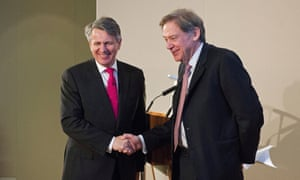 Ben van Beurden, chief executive officer of Royal Dutch Shell Plc, left, shakes hands with Andrew Gould, chairman of BG Group Plc, during a news conference at the London Stock Exchange in London, U.K., on April 8, 2015. Shell agreed to buy BG Group for about 47 billion pounds ($70 billion) in cash and shares, the oil and gas industry's biggest deal in at least a decade.