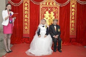70 years ago, Yan Zhengming, married Zhou Suqing in Quxian county of Dazhou, China. At the time, they couldn't afford a wedding ceremony so this week, on their anniversary, local charity groups organised a ceremony at their home, fulfilling a life-long wish of the World War II veteran and his wife, now both in their nineties