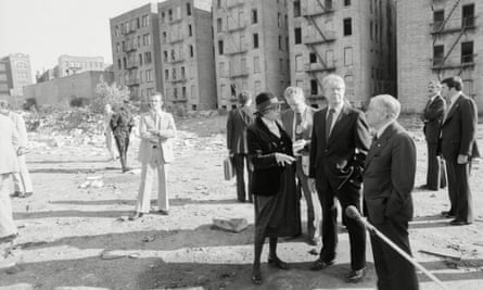 US president Jimmy Carter and New York mayor Abe Beame tour an abandoned block in the South Bronx in 1977.