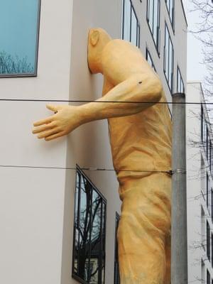 Giant Sculpture of yellow man by Robert Gragger, Berlin