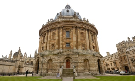 Oxford University has said it will continue to rule out investments in coal and oil sands, following a fossil fuel divestment campaign.