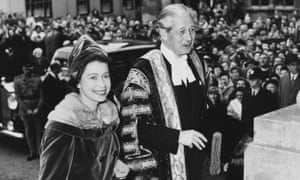 Queen Elizabeth II visits the then British PM Harold Macmillan at a ceremony at Oxford university in 1960.