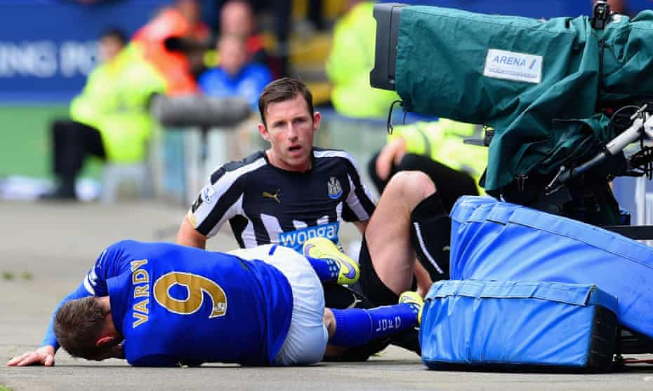 Mike Williamson of Newcastle United picks up his second booking against Leicester after fouling Jamie Vardy.