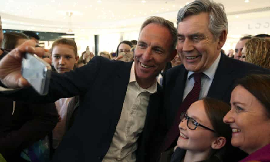 Jim Murphy (left) and Gordon Brown with supporters in Glasgow