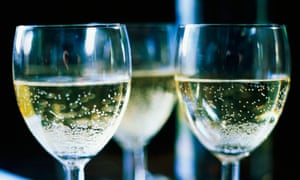 The English climate is especially suitable for producing sparkling wine.