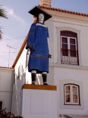 Unknown statue, Portugal