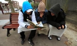 Teenagers read Qur'an