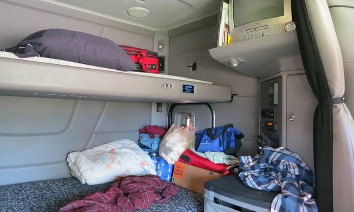 do truck drivers sleep in their trucks