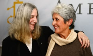 Patti Smith (l) and Joan Baez at the Amnesty press conference.