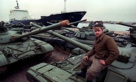 Soviet tanks await shipment from Rostov, Germany, in 1991