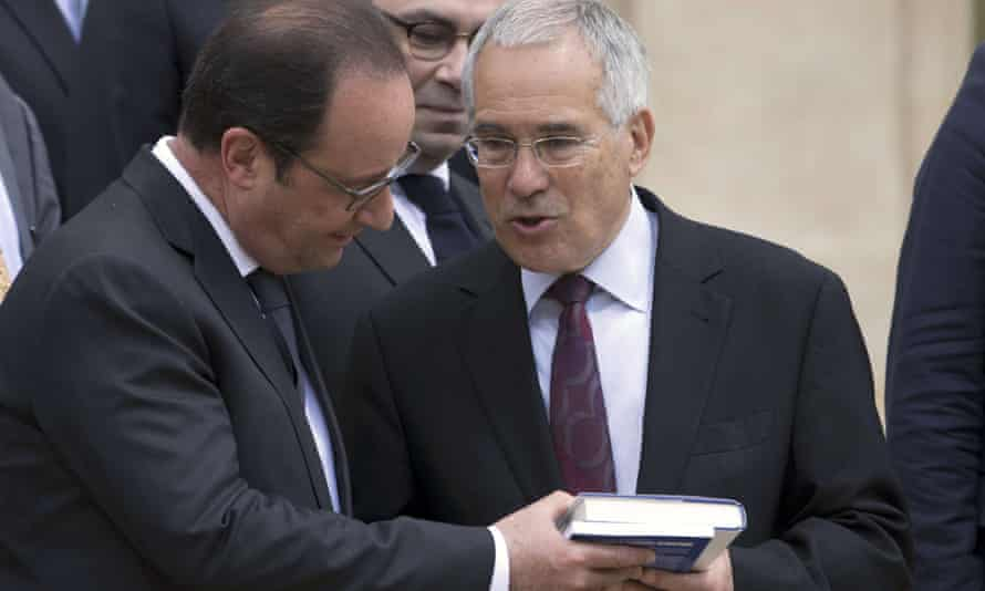 Nicholas Stern (right) speaks to the French president, François Hollande, before an official lunch during climate finance day at the presidential palace in Paris on 21 May.