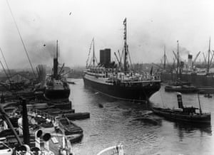 <strong> August 1913</strong> The RMS Andania, built for Cunard's London-Canada, arriving in the Surrey commercial docks. It was torpedoed by a U-boat in 1918.
