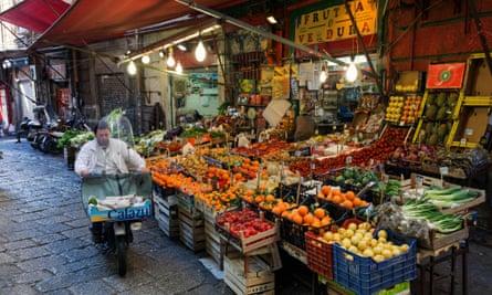 Italy, Sicily, Palermo, La Vucciria, the old market, fruit and vegetable market