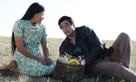 Misty Upham and Benicio Del Torro