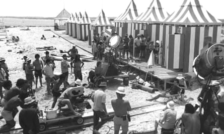 The filming of the famous dolly zoom shot on the beach.