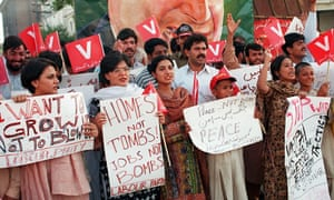 Demonstrators against the nuclear race in Lahore, Pakistan on 27 May 1999.