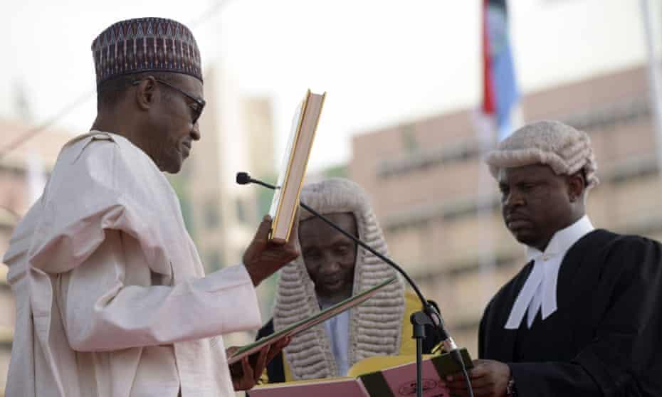 Nigerian president Mohammadu Buhari takes the oath of office.