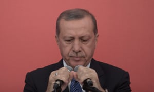 Turkey's president, Recep Tayyip Erdoğan, claims the country's parliamentary system of government is ineffective.