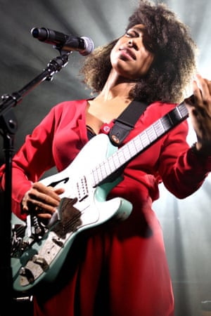Lianne La Havas on stage.